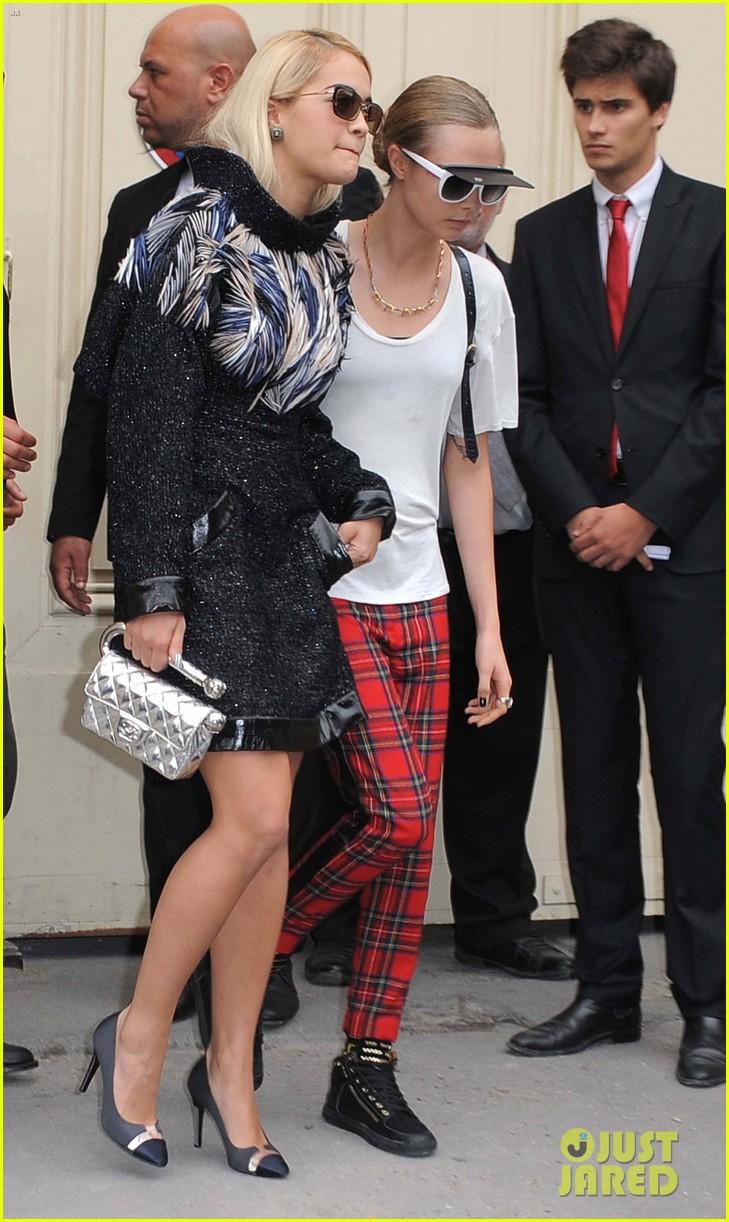 miranda kerr cara delevingne chanel fashion show 08