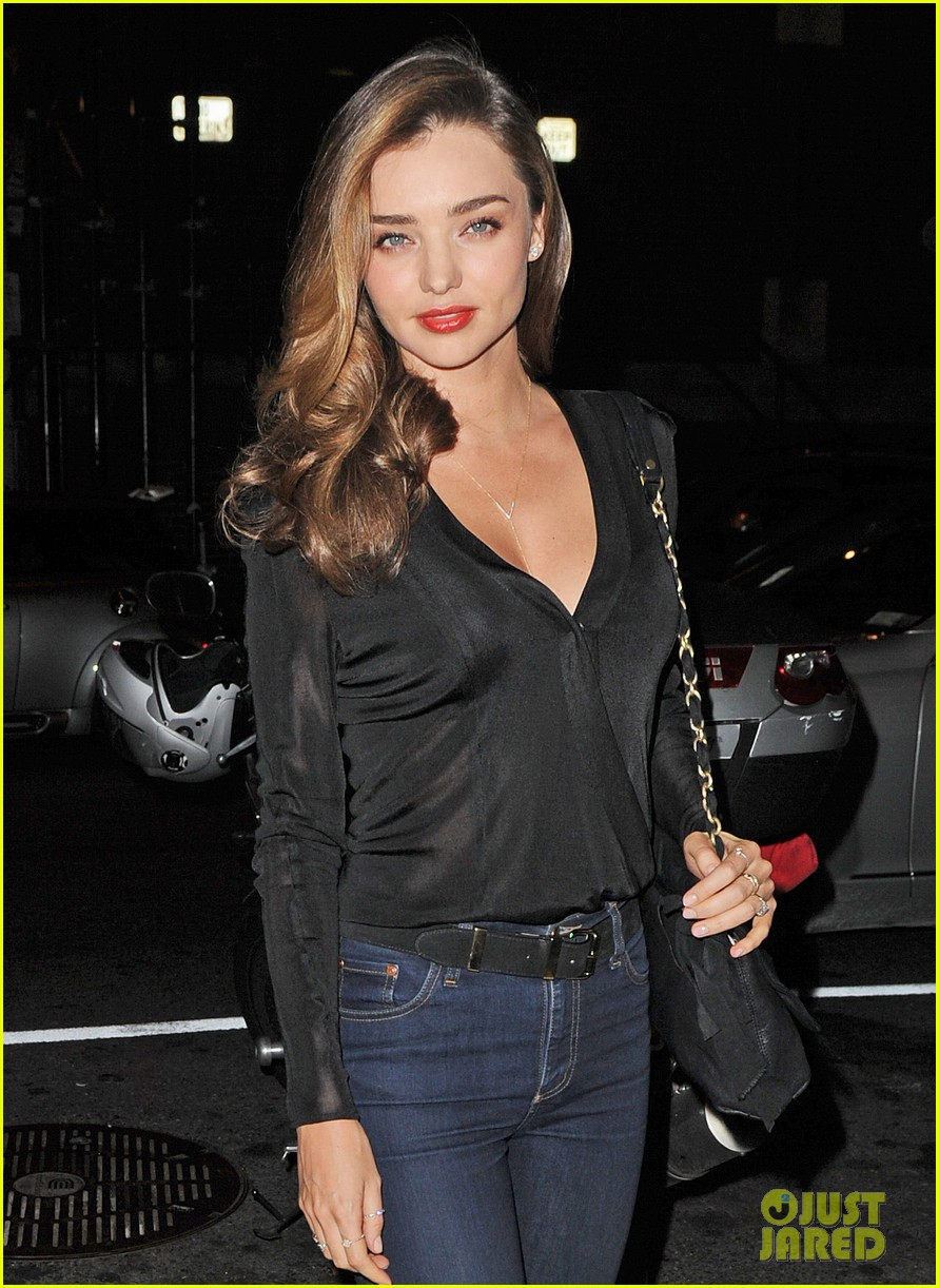 miranda kerr launches stuart weitzman gilt pop up shop 022973340