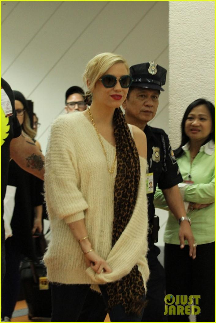 kesha arrives in phillippines ahead of concert 052977841