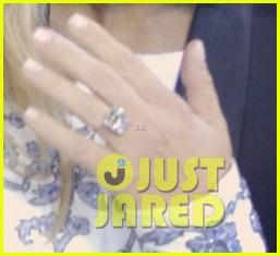 kim kardashians engagement ring see the huge rock 012976994
