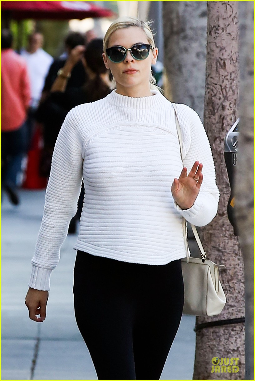 jaime king debuts post baby body 092974871