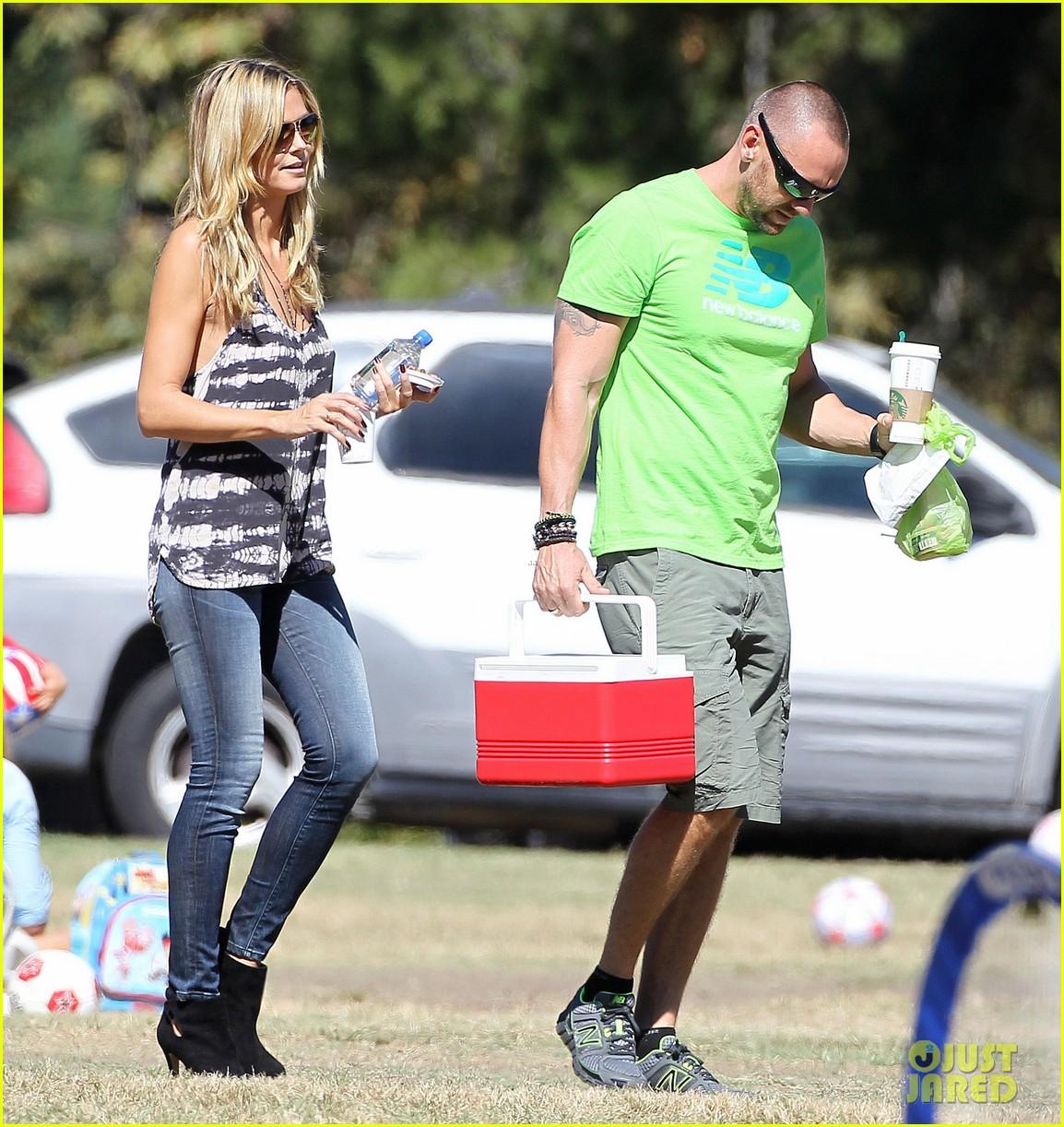 heidi klum martin kirsten kids soccer game duo before lax 152967664