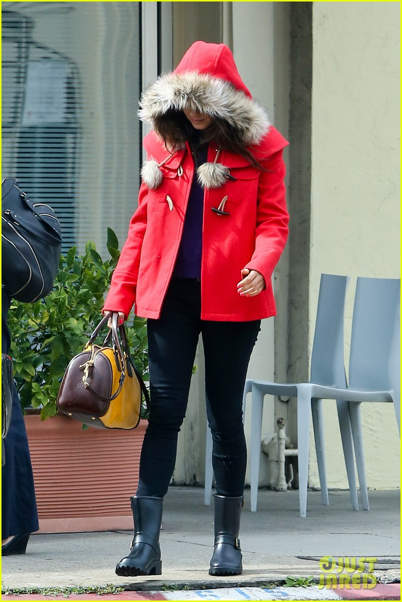 mila kunis wears winter coat for lunch with pals 012969542