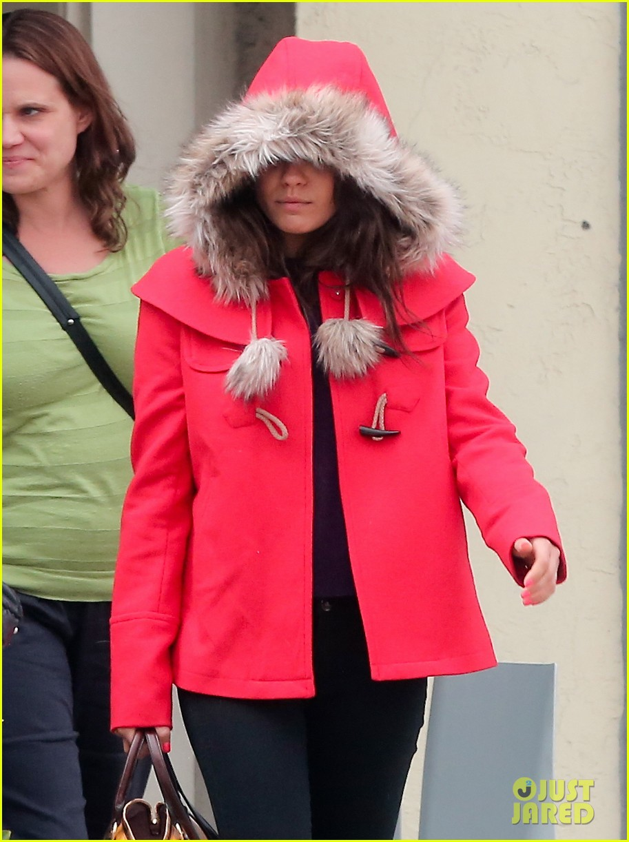 mila kunis wears winter coat for lunch with pals 022969543