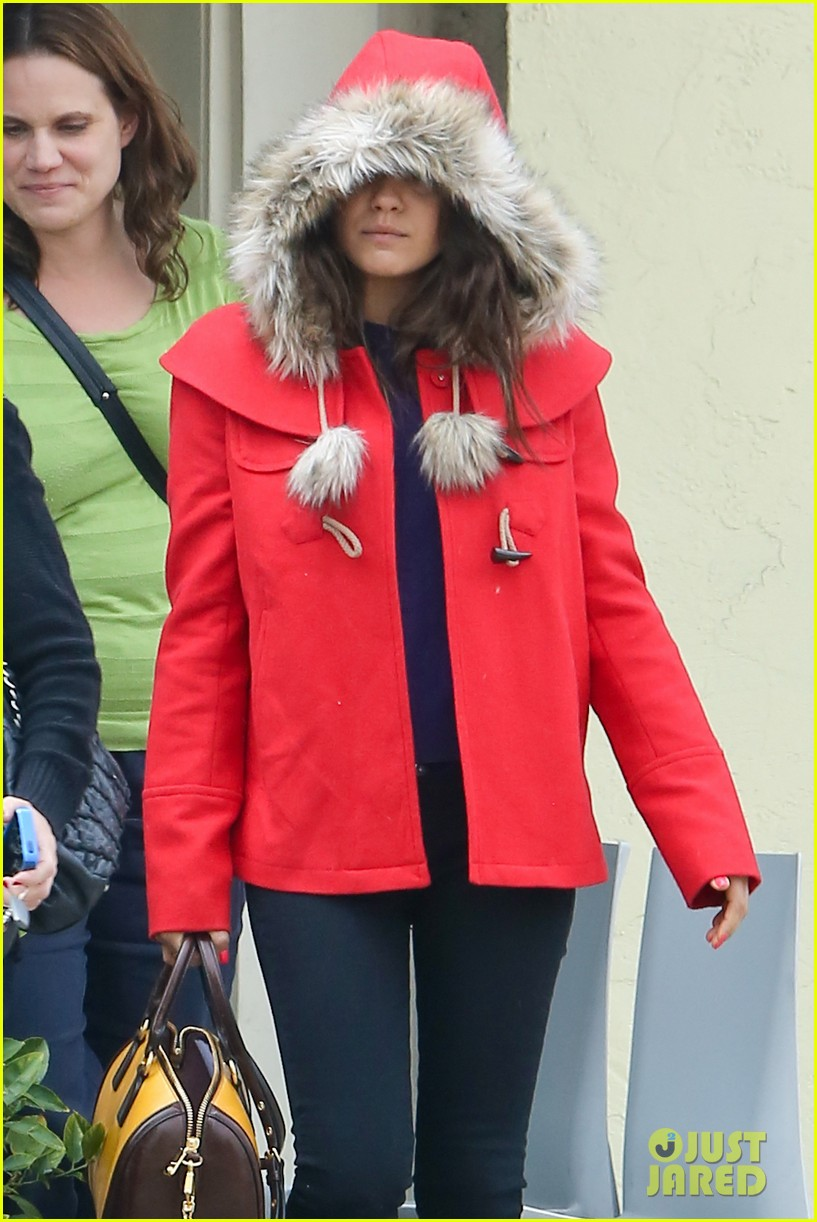 mila kunis wears winter coat for lunch with pals 07