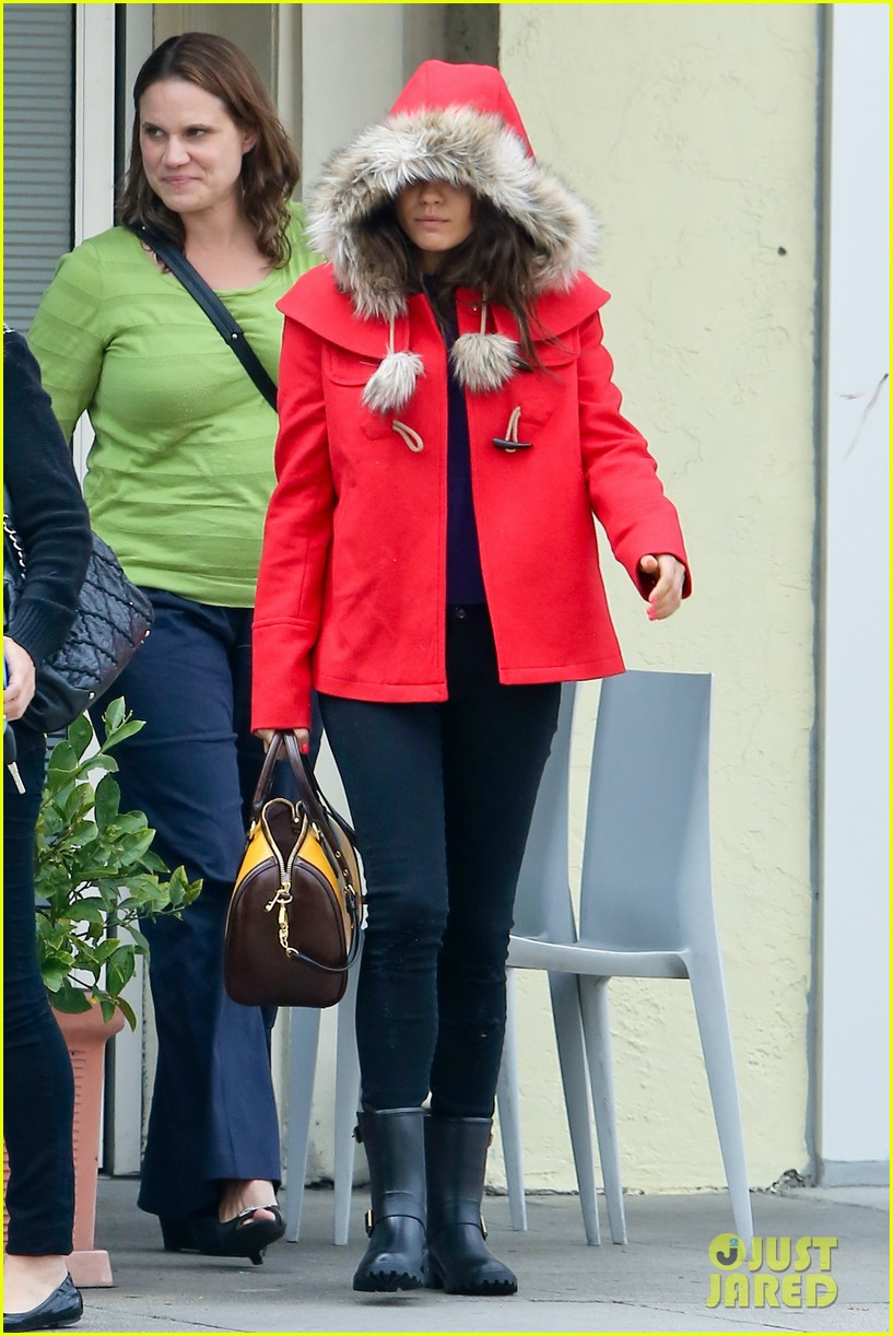 mila kunis wears winter coat for lunch with pals 08