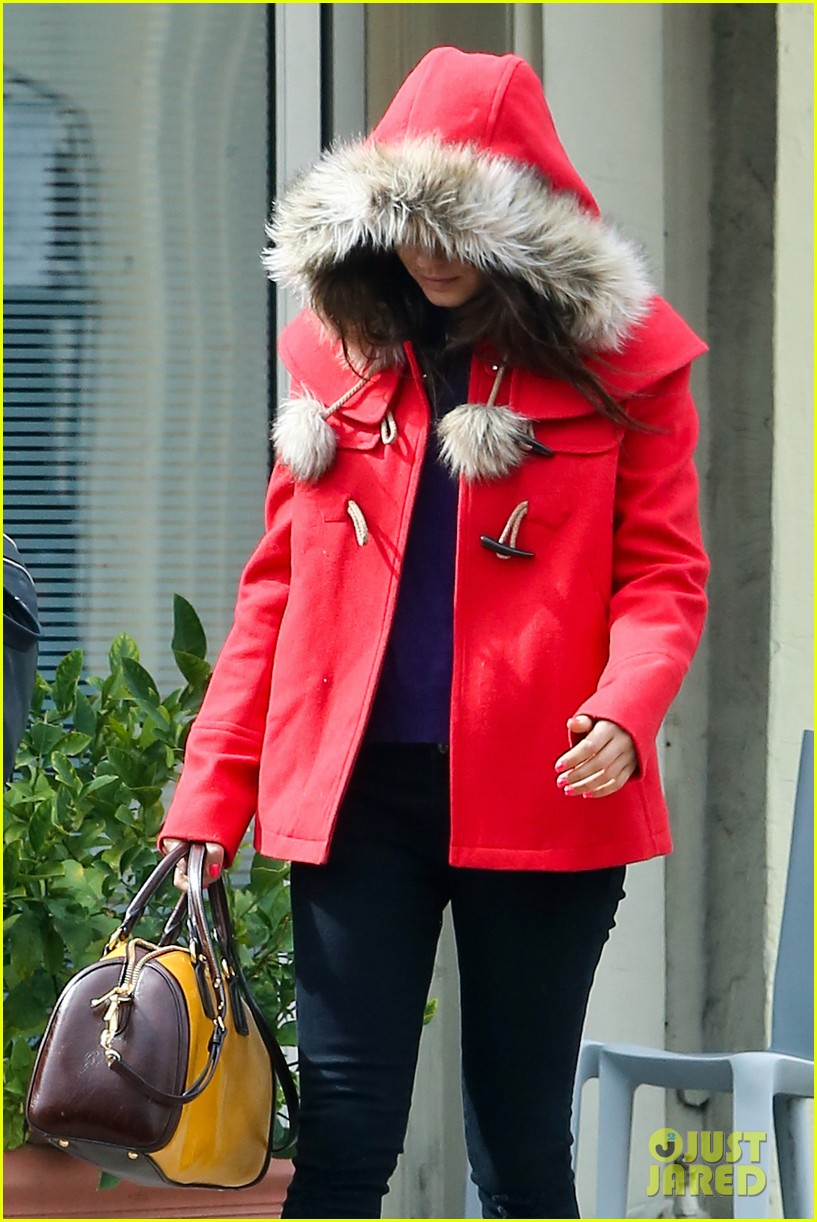 mila kunis wears winter coat for lunch with pals 09