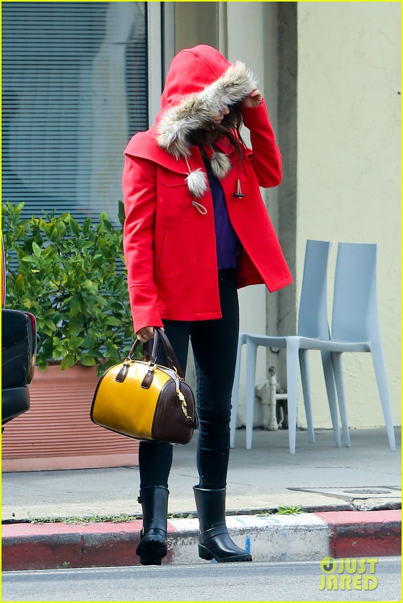 mila kunis wears winter coat for lunch with pals 102969551