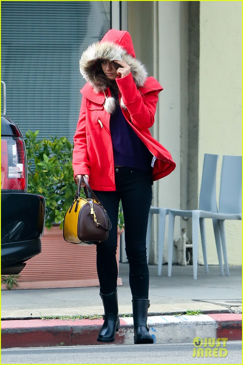 mila kunis wears winter coat for lunch with pals 122969553