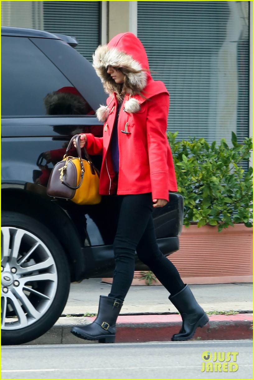 mila kunis wears winter coat for lunch with pals 172969558