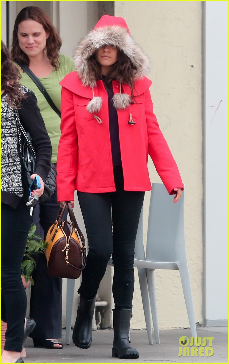 mila kunis wears winter coat for lunch with pals 192969560