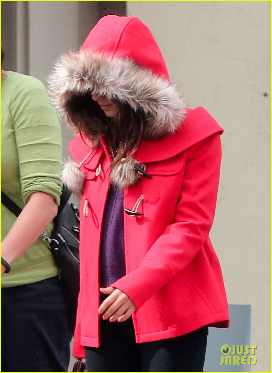 mila kunis wears winter coat for lunch with pals 212969562
