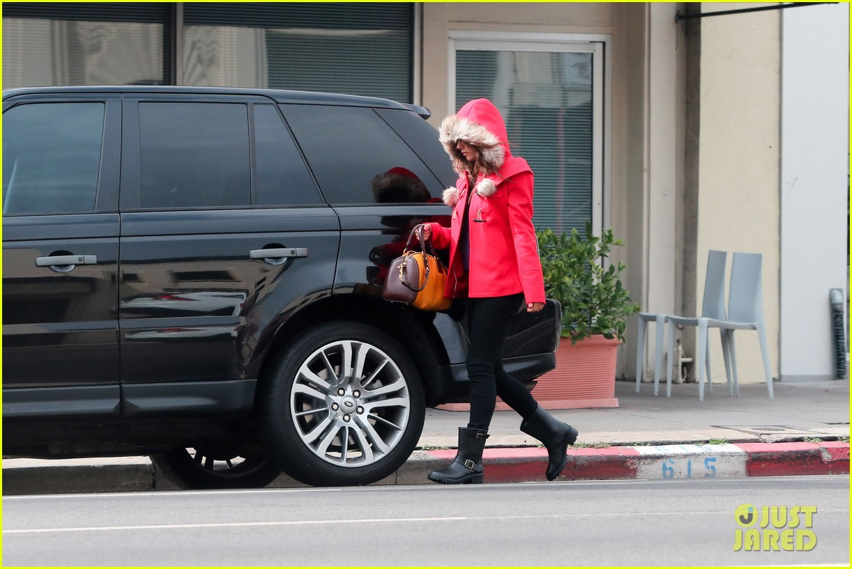 mila kunis wears winter coat for lunch with pals 242969565