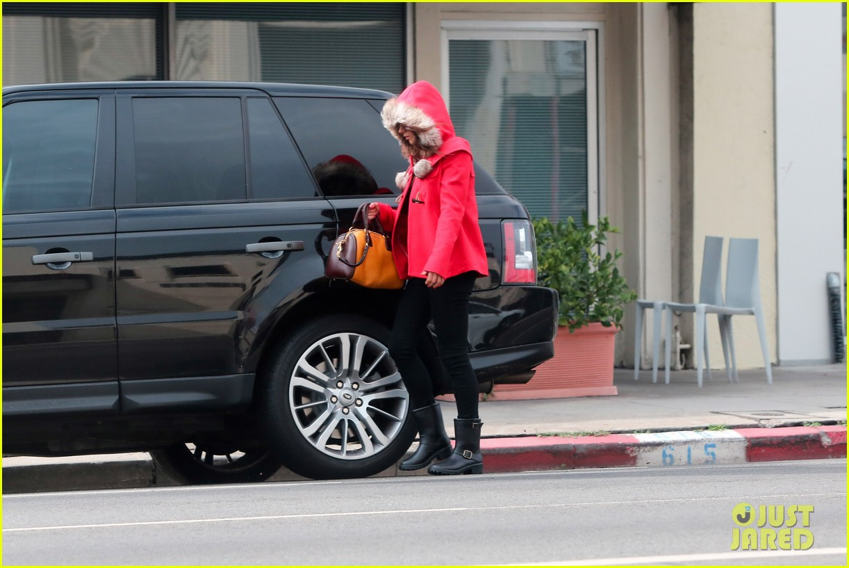 mila kunis wears winter coat for lunch with pals 252969566
