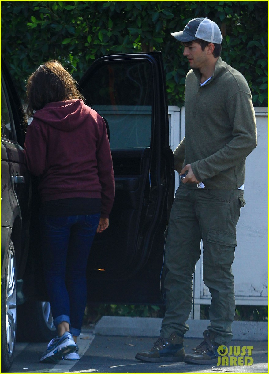 ashton kutchers opens car door for mila kunis 072971378