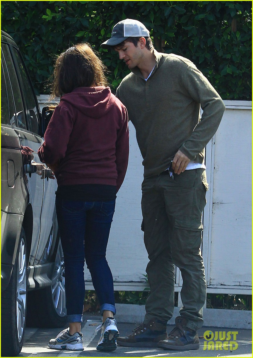 ashton kutchers opens car door for mila kunis 082971379