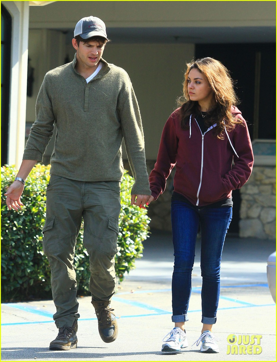 ashton kutchers opens car door for mila kunis 142971385