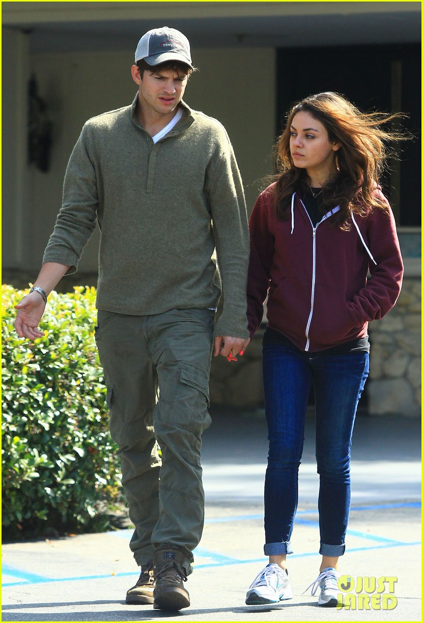 ashton kutchers opens car door for mila kunis 15