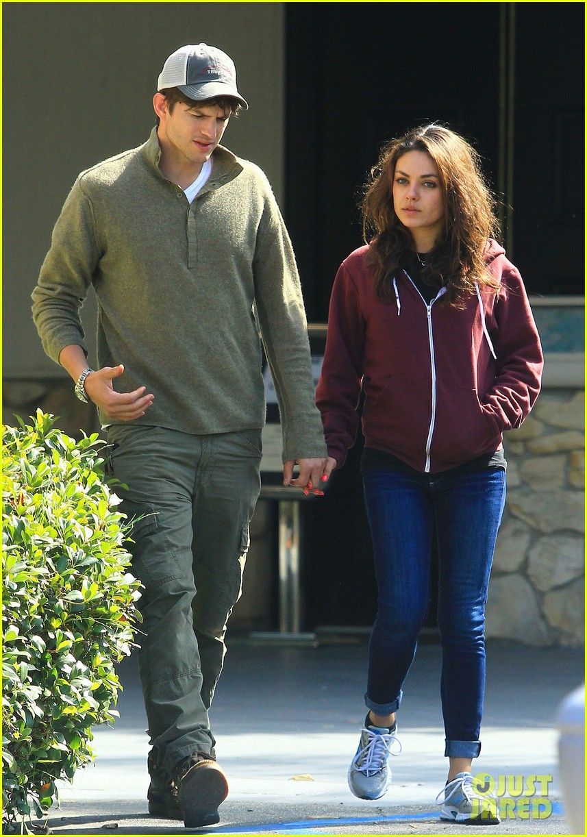 ashton kutchers opens car door for mila kunis 18