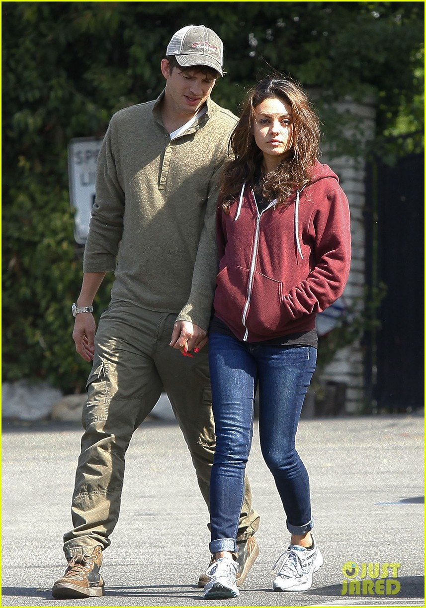 ashton kutchers opens car door for mila kunis 202971391