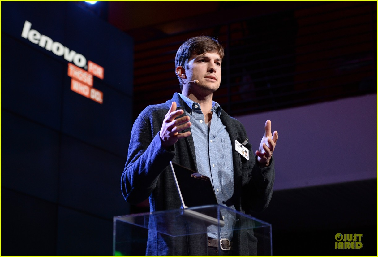 ashton kutcher lenovo product engineer at yoga tablet launch 072982713