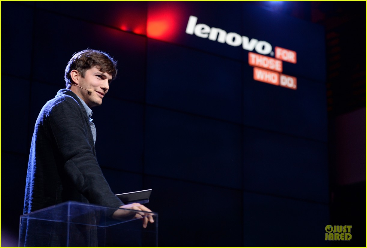 ashton kutcher lenovo product engineer at yoga tablet launch 082982714