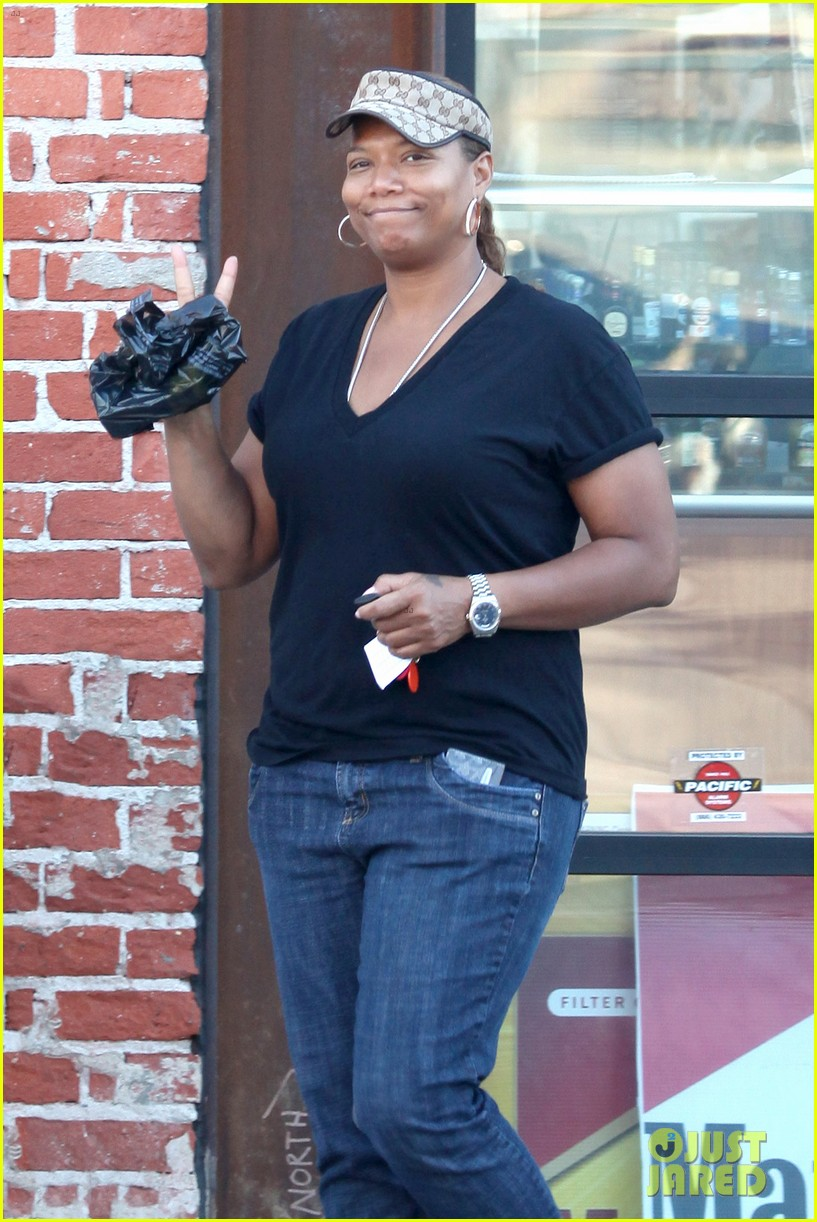 queen latifah recuts rihanna stay video to include herself 042963333