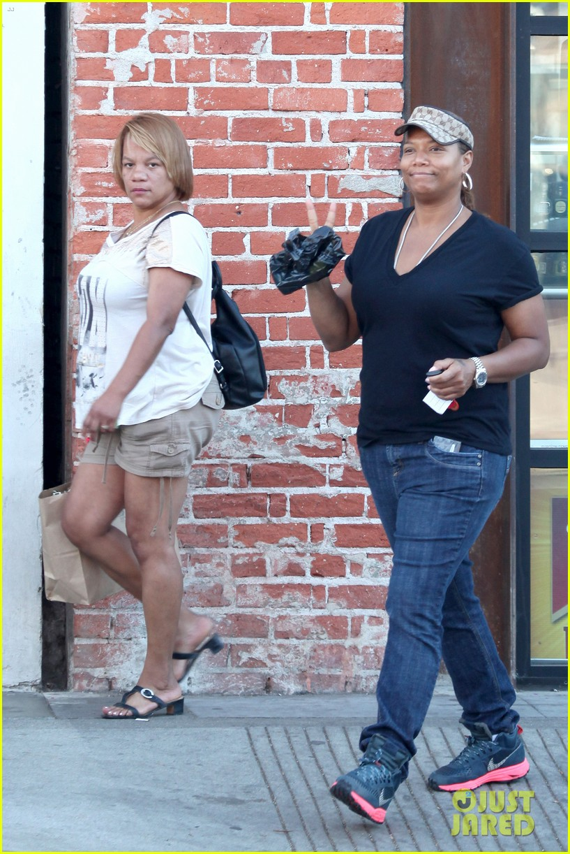 queen latifah recuts rihanna stay video to include herself 052963334