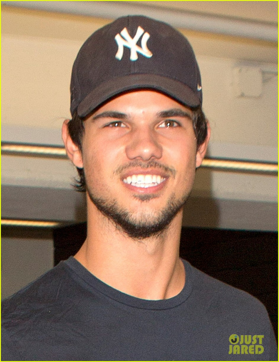 Taylor Lautner Was Perfect As Porn Star Dirk Diggler