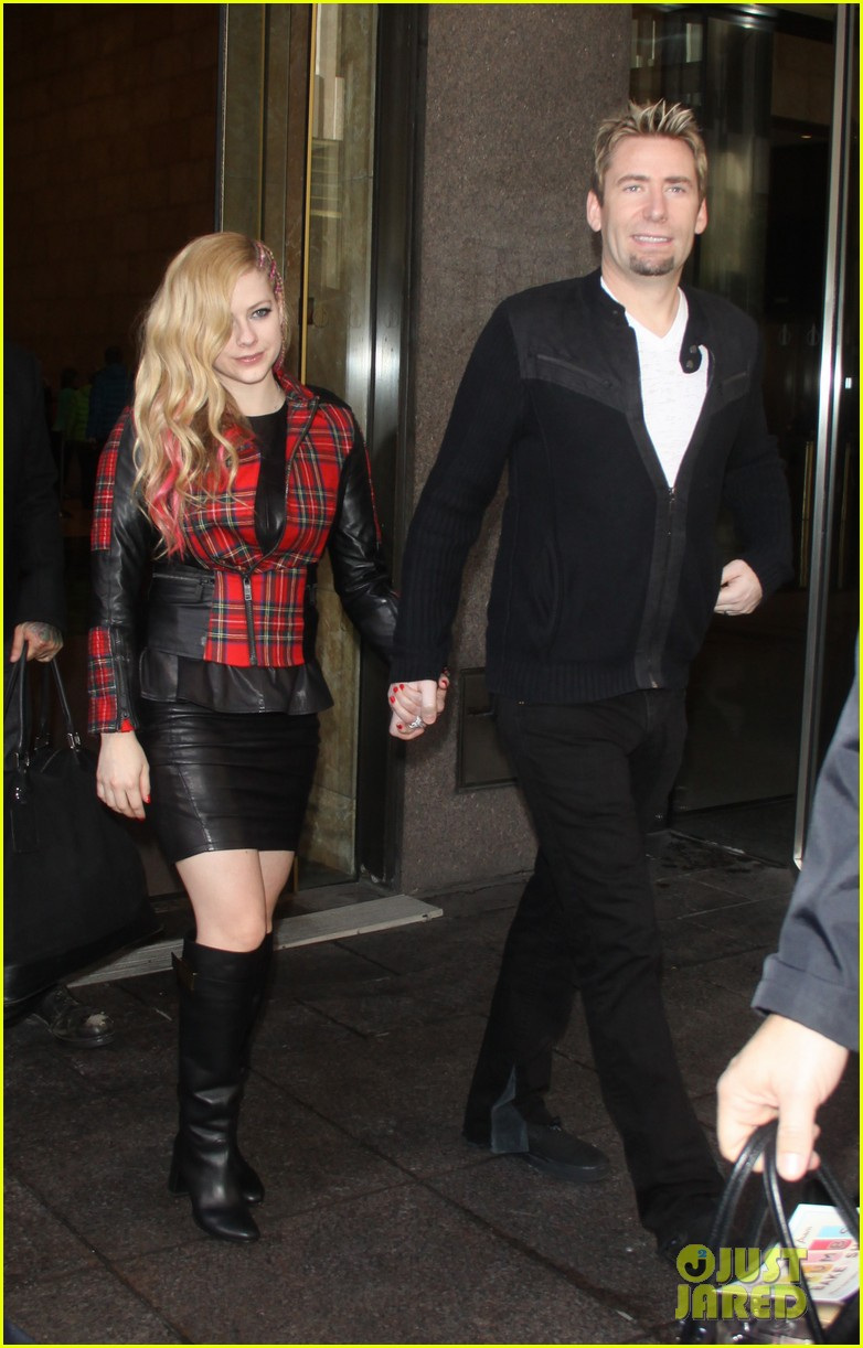 avril lavigne chad kroeger let me go video premiere watch now 032972609