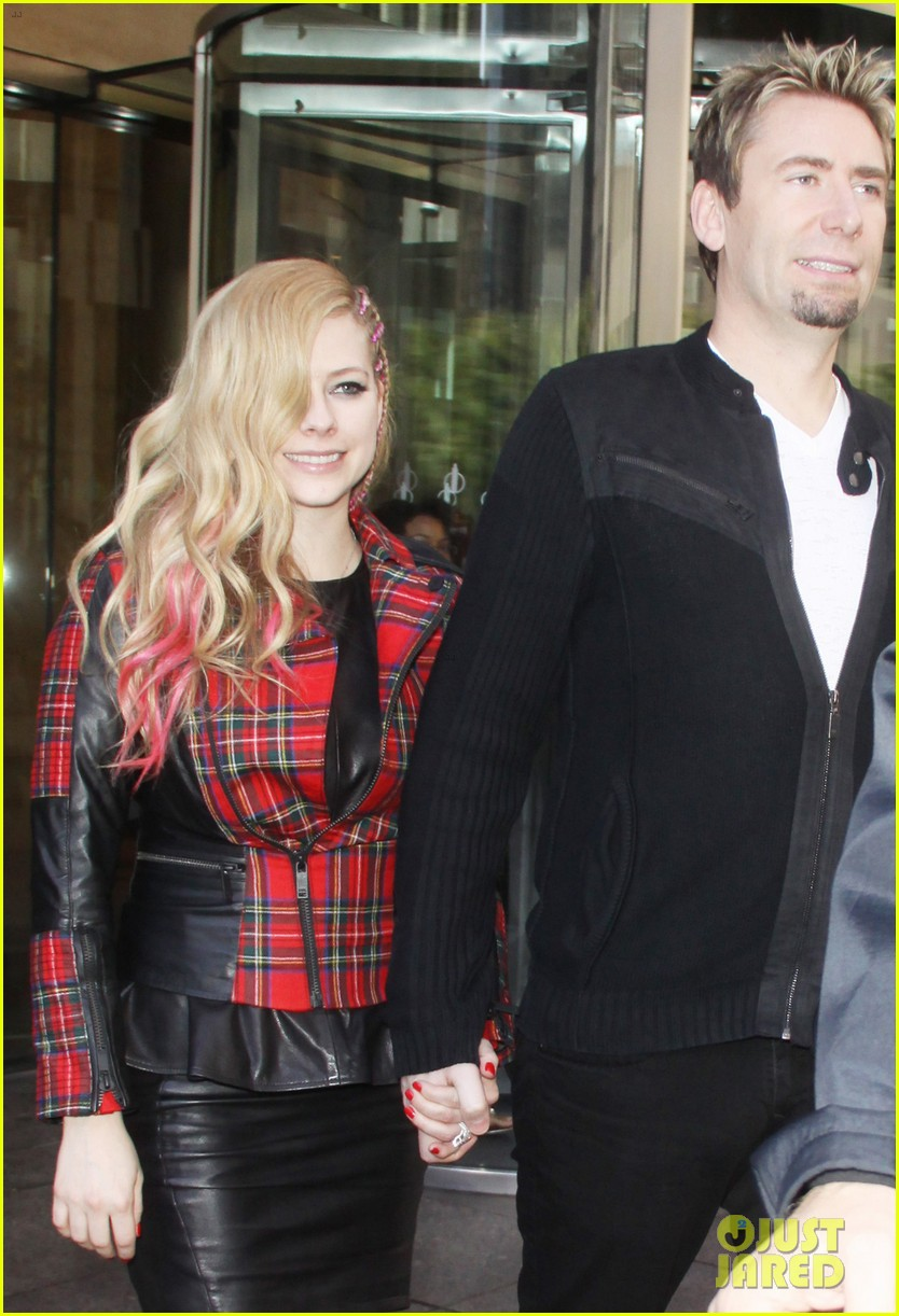 avril lavigne chad kroeger let me go video premiere watch now 102972616
