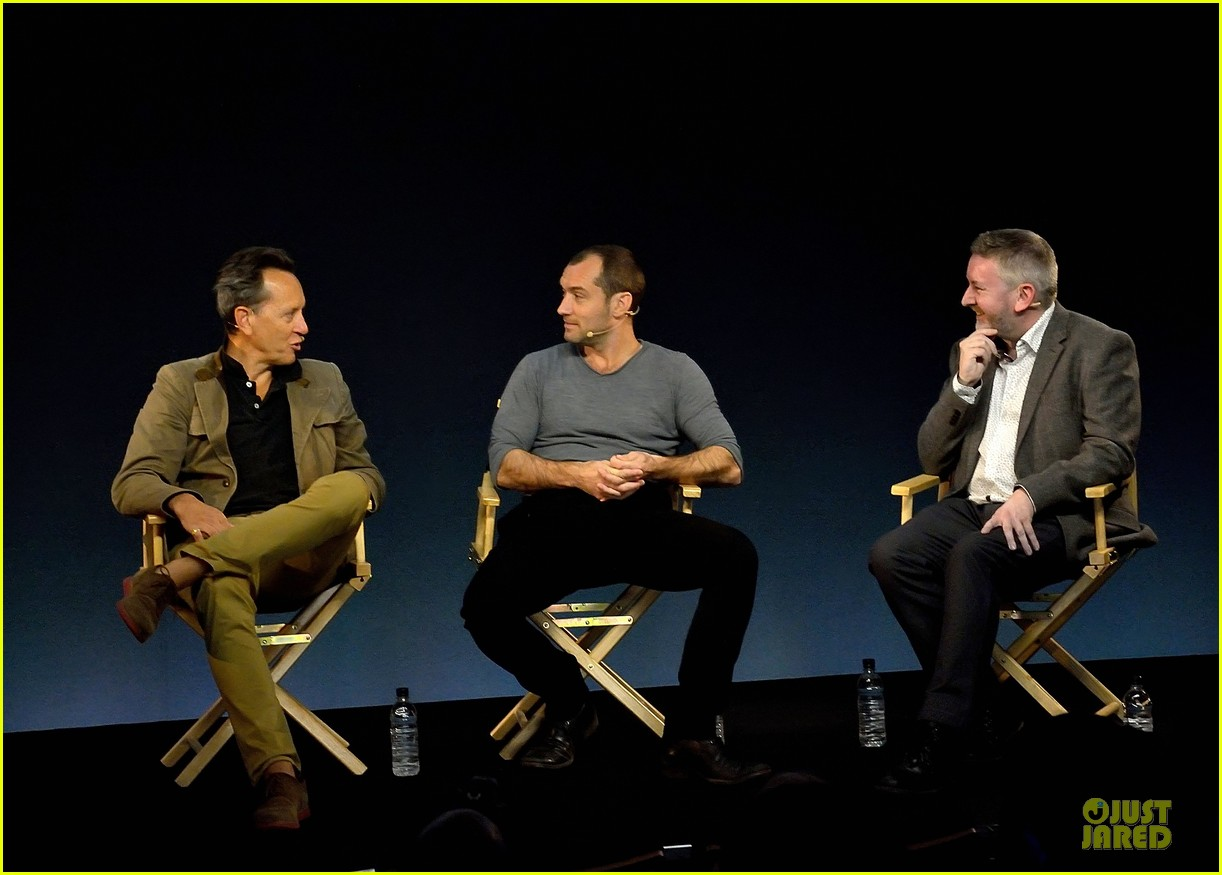 jude law richard e grant dom hemingway promo at apple 052969204