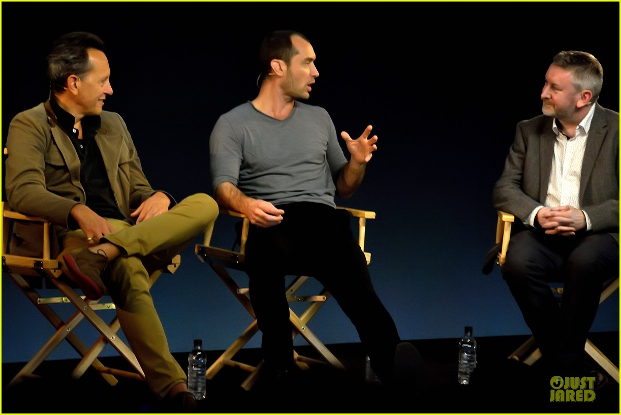 jude law richard e grant dom hemingway promo at apple 092969208
