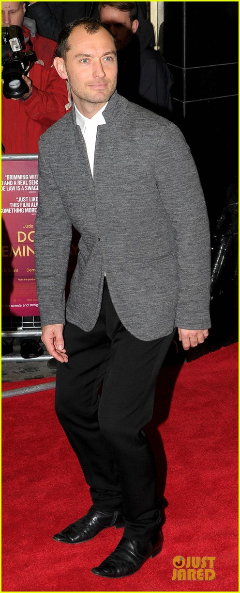 jude law dom hemingway london premiere 012981906