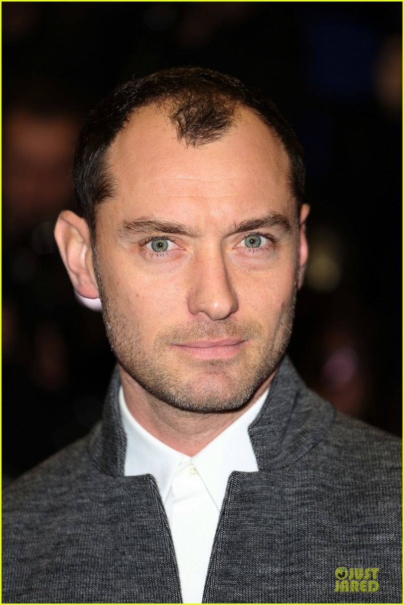 jude law dom hemingway london premiere 022981907