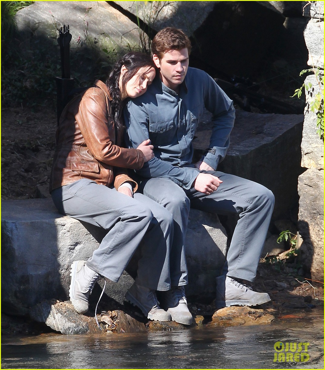 jennifer lawrence leans on liam hemsworth for mockingjay 032963963