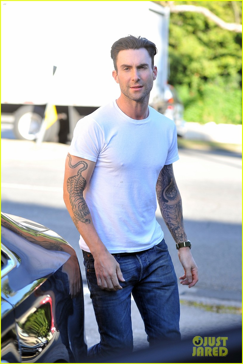 adam levine grabs lunch with behati prinsloo her parents 042975335