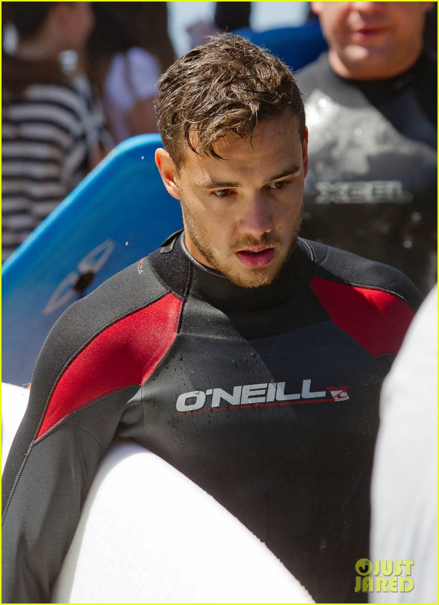 shirtless liam payne louis tomlinson surf down under 082967562