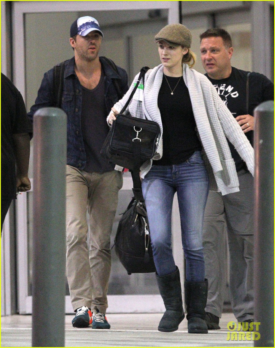 blake lively ryan reynolds touch down in new orleans 082971727