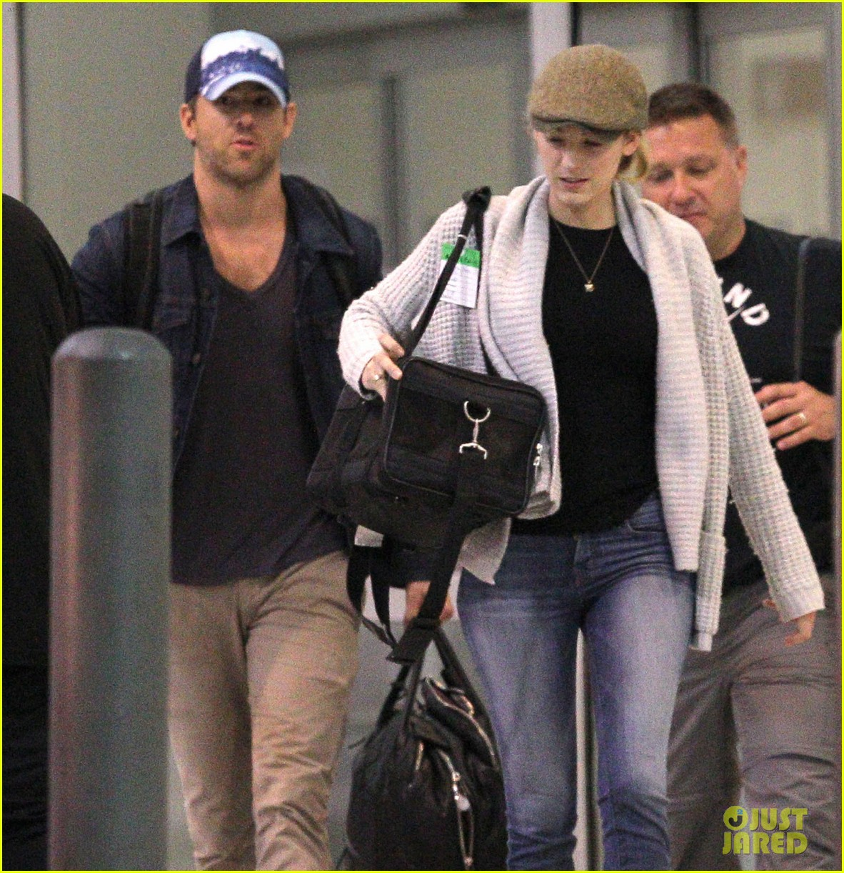 blake lively ryan reynolds touch down in new orleans 14