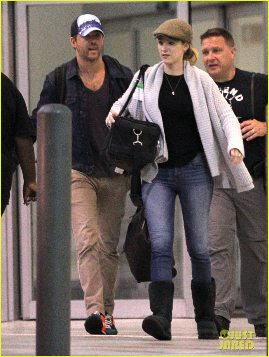 blake lively ryan reynolds touch down in new orleans 16