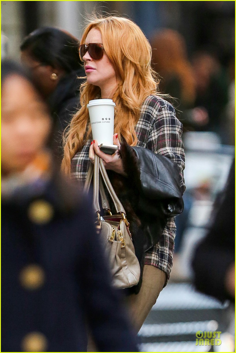 lindsay lohan constantly talks to dad michael 042979404