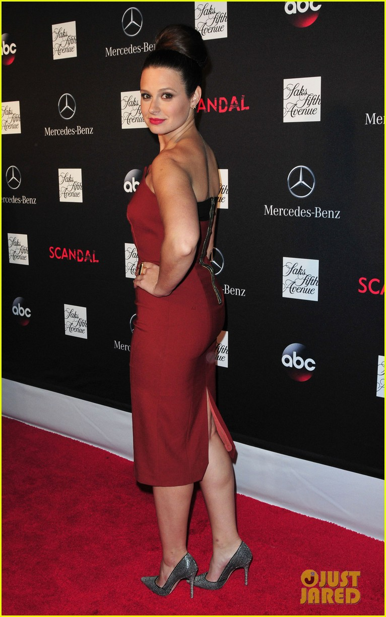 katie lowes darby stanchfield scandal season 3 premiere 01