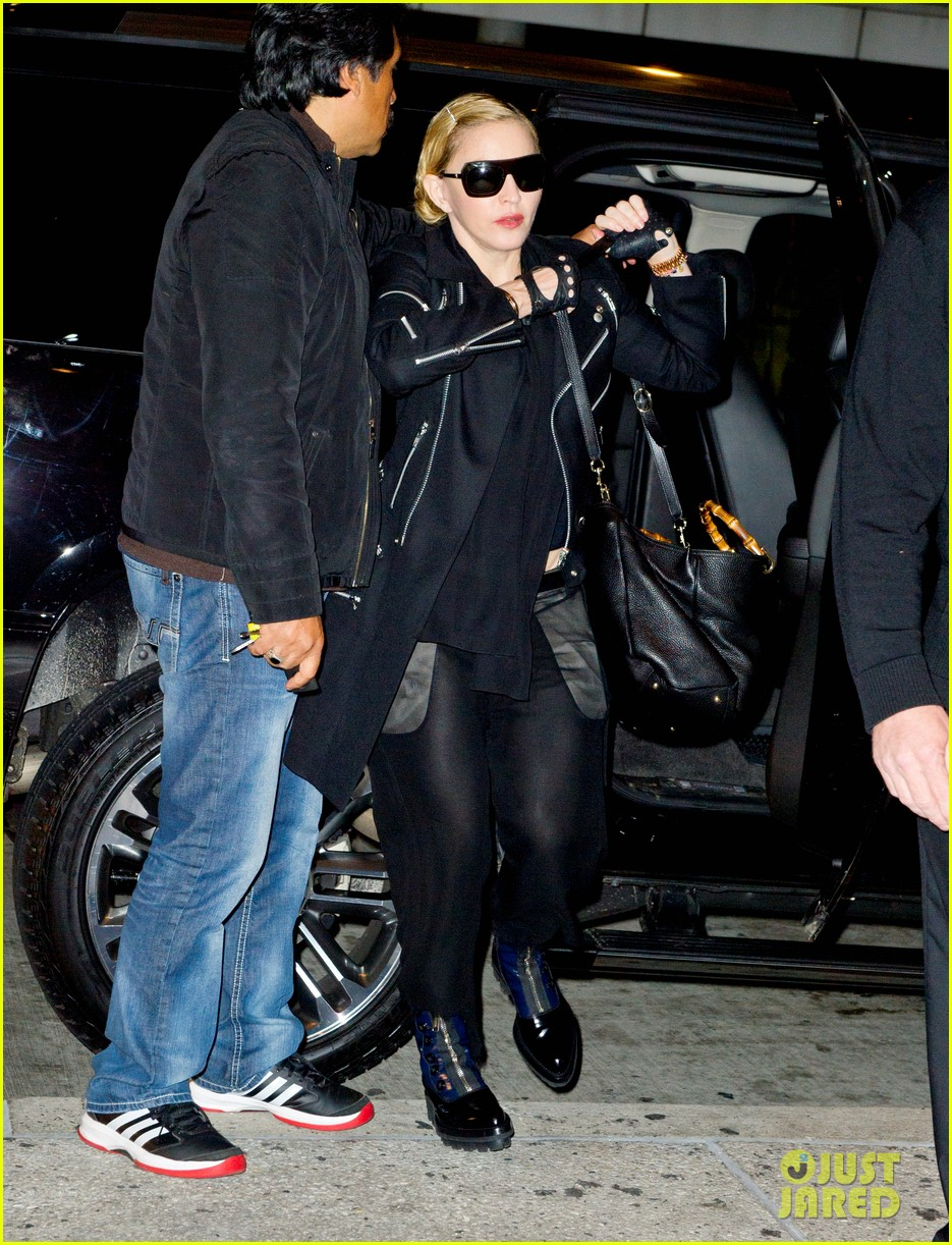 madonna takes flight after movie theater banning from texting 012972429
