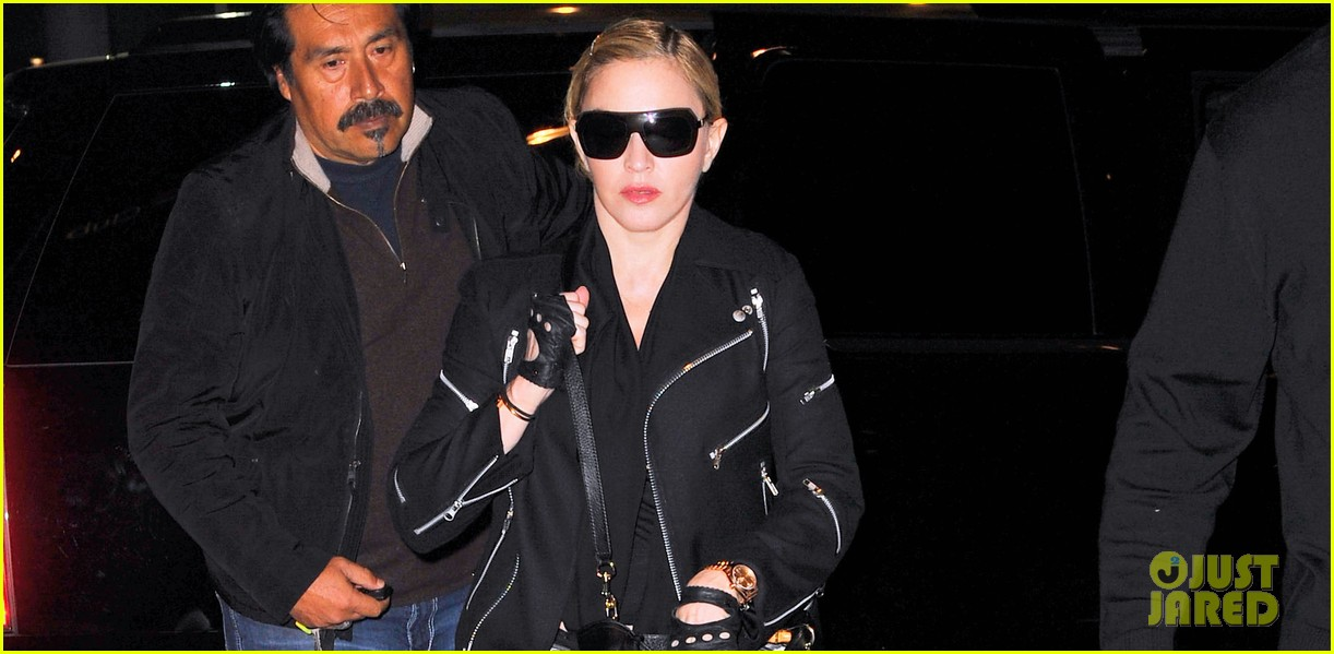 madonna takes flight after movie theater banning from texting 022972430