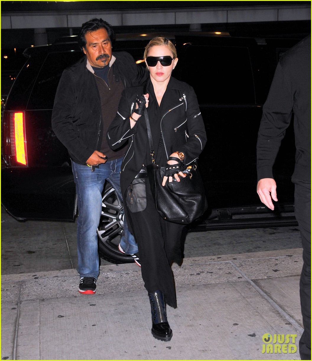 madonna takes flight after movie theater banning from texting 042972432