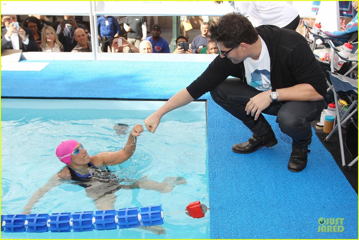 joe manganiello cheers for diana nyad swim for relief 062968538