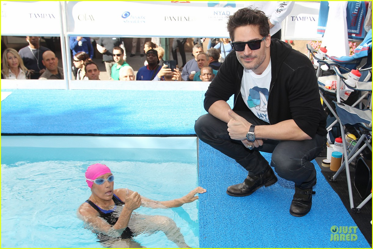 joe manganiello cheers for diana nyad swim for relief 092968541