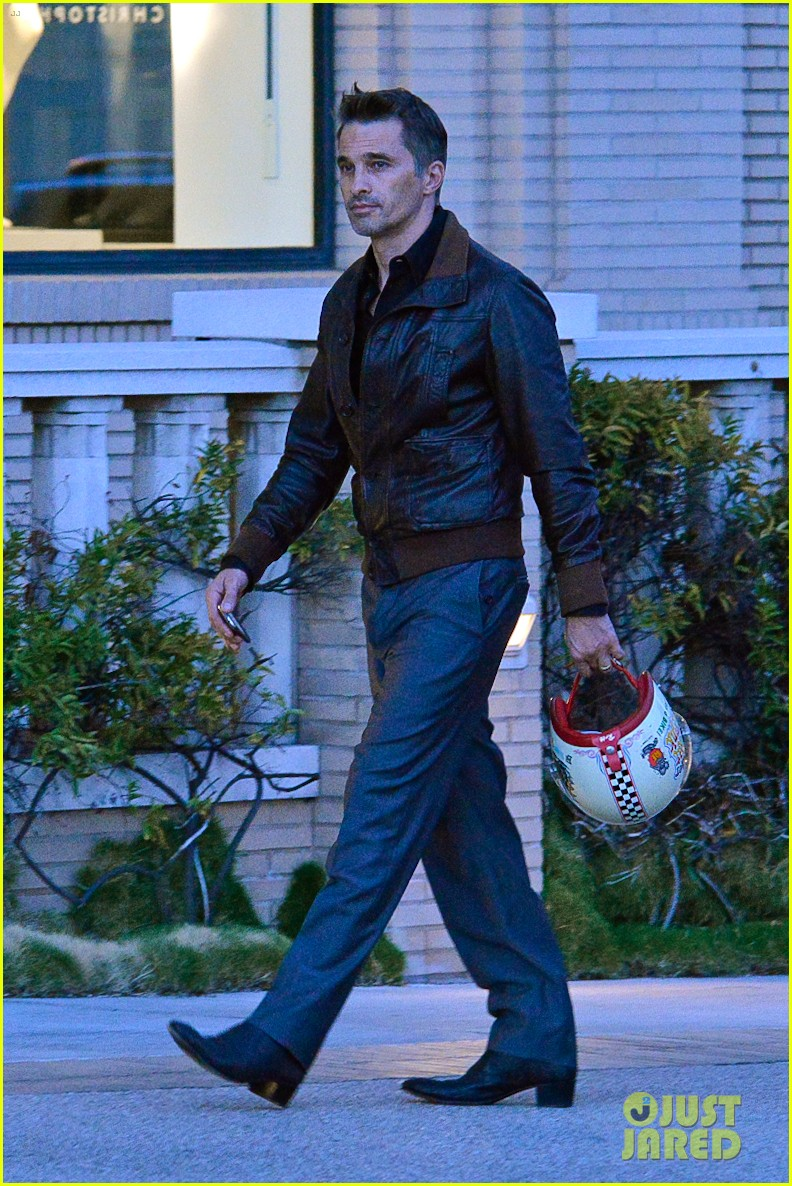 new dad olivier martinez goes solo while running errands 012973524