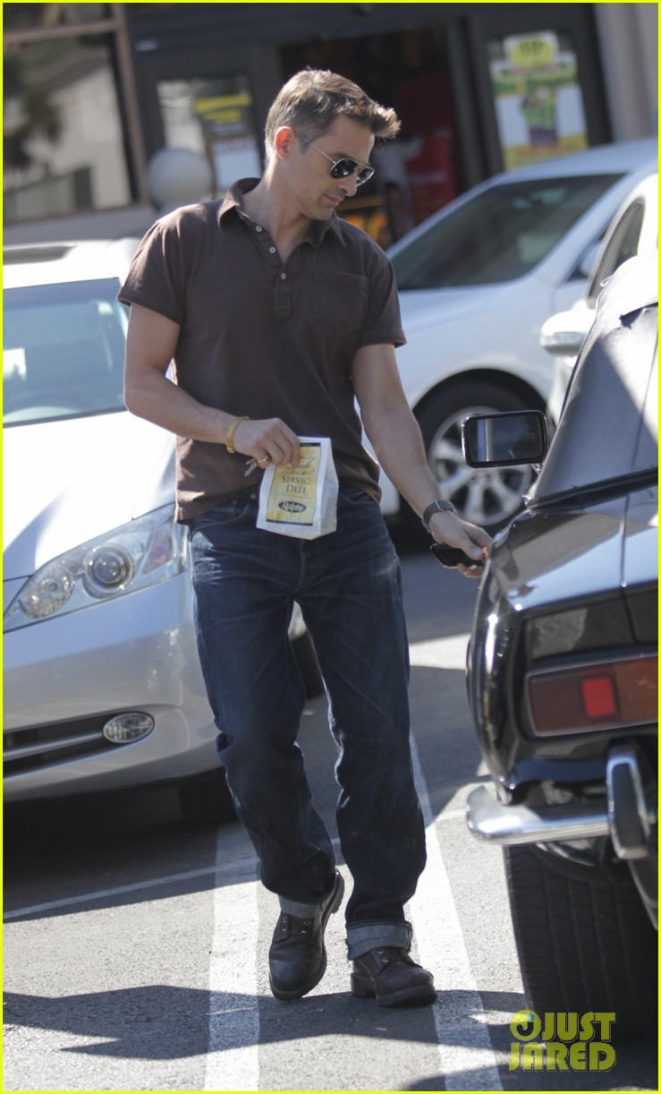 new dad olivier martinez goes solo while running errands 052973528